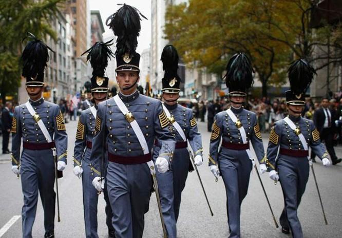 9 kiểu trang phục duyệt binh độc đáo nhất thế giới ảnh 12