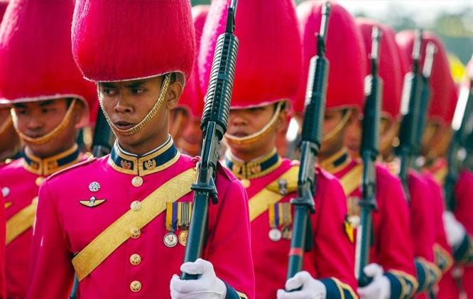 9 kiểu trang phục duyệt binh độc đáo nhất thế giới ảnh 17