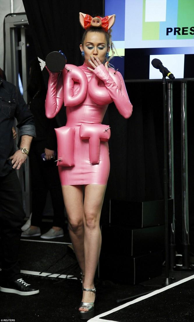 Choáng với trang phục dị hợm của dàn sao Mỹ tại giải MTV Video Music 2015 ảnh 33