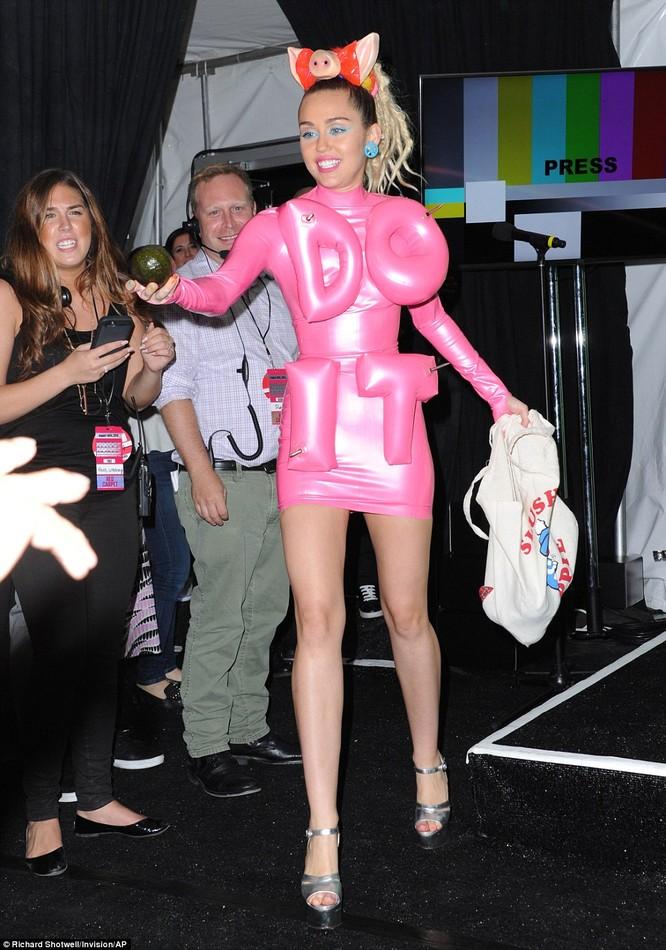 Choáng với trang phục dị hợm của dàn sao Mỹ tại giải MTV Video Music 2015 ảnh 34