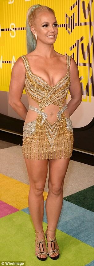 Choáng với trang phục dị hợm của dàn sao Mỹ tại giải MTV Video Music 2015 ảnh 40