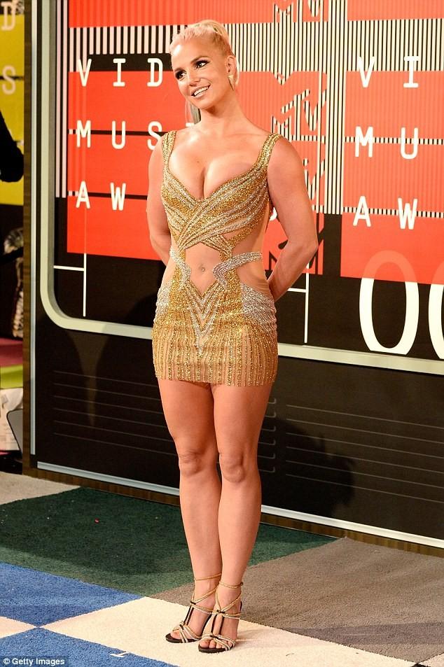 Choáng với trang phục dị hợm của dàn sao Mỹ tại giải MTV Video Music 2015 ảnh 41