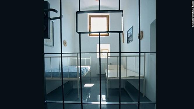 Khi 8 nhà tù khét tiếng biến thành những công trình nghệ thuật nổi tiếng ảnh 4