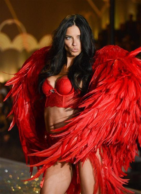Nóng bỏng thiên thần nội y Victoria's Secret và bí quyết giữ dáng ít người biết tới ảnh 3