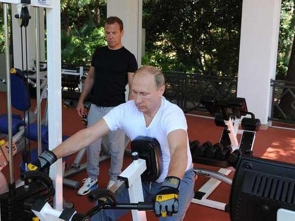 """Ông Obama: Tham gia gameshow để """"dằn mặt"""" tổng thống Nga Putin? ảnh 6"""