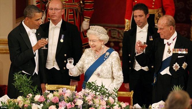 Câu chuyện ít biết về cuộc gặp gỡ giữa nữ hoàng Anh và 12 đời tổng thống Mỹ ảnh 1