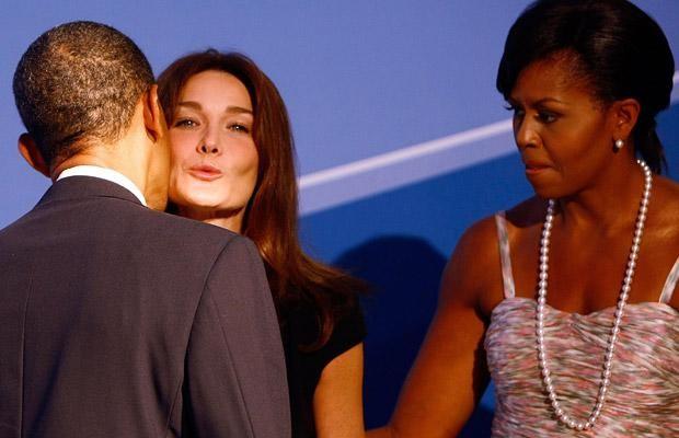 Nụ hôn đệ nhất phu nhân Pháp của ông Obama và những hoàn cảnh ngoại giao trớ trêu nhất ảnh 15