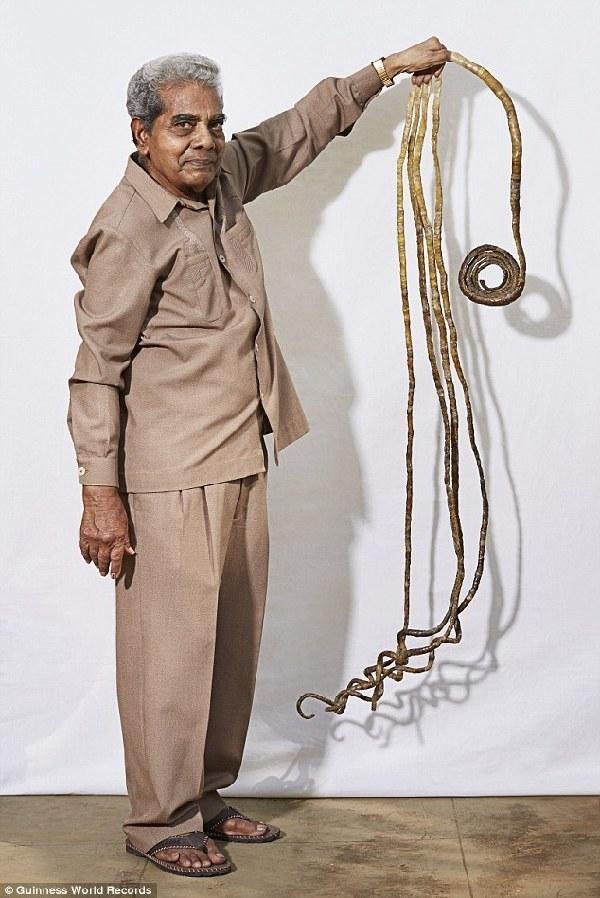 Lập kỷ lục Guiness vì bộ móng tay dài hơn 9m nuôi trong 63 năm ảnh 1