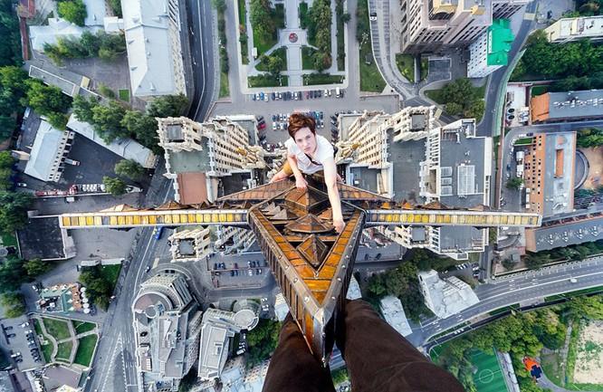 Đứng tim với chùm ảnh chụp từ độ cao 156m của chàng trai người Nga ảnh 4