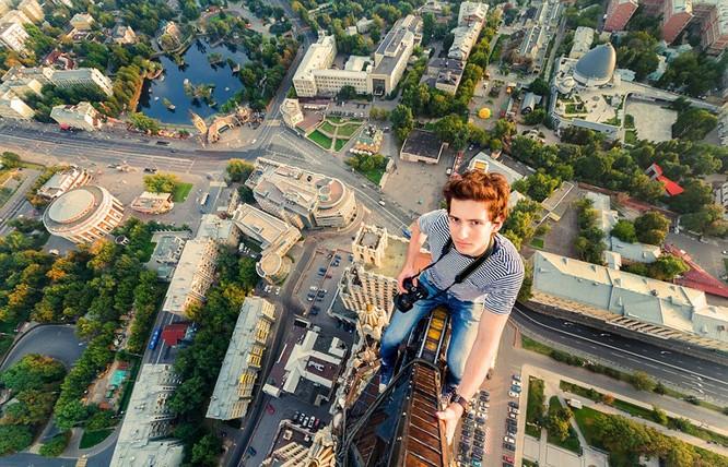 Đứng tim với chùm ảnh chụp từ độ cao 156m của chàng trai người Nga ảnh 5