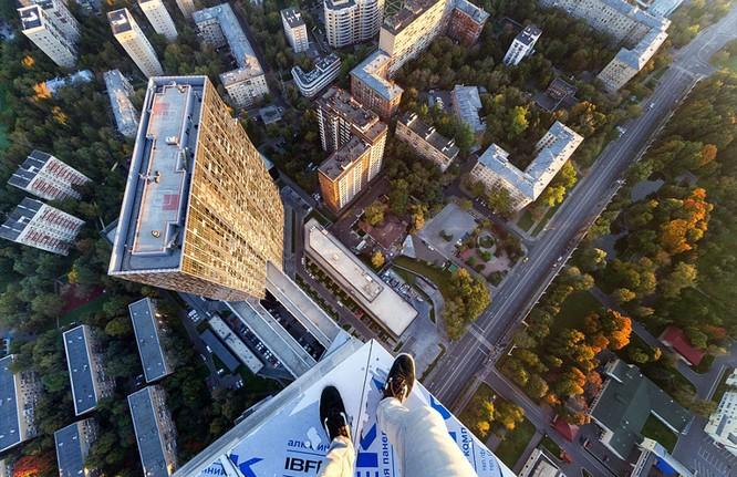 Đứng tim với chùm ảnh chụp từ độ cao 156m của chàng trai người Nga ảnh 6