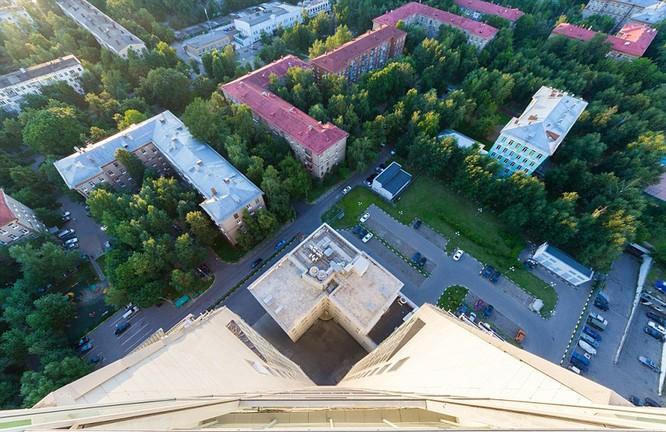 Đứng tim với chùm ảnh chụp từ độ cao 156m của chàng trai người Nga ảnh 7