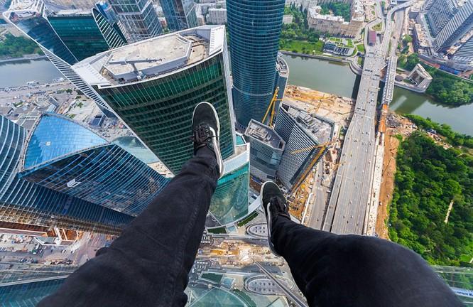 Đứng tim với chùm ảnh chụp từ độ cao 156m của chàng trai người Nga ảnh 8