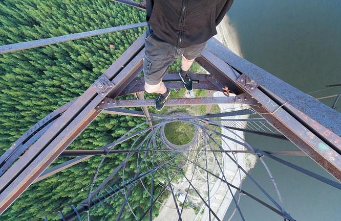 Đứng tim với chùm ảnh chụp từ độ cao 156m của chàng trai người Nga ảnh 10