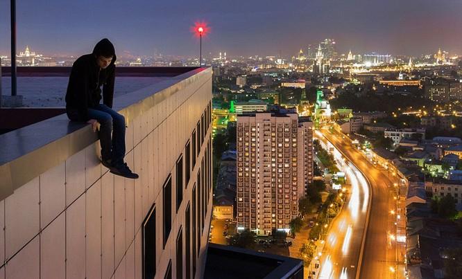 Đứng tim với chùm ảnh chụp từ độ cao 156m của chàng trai người Nga ảnh 11