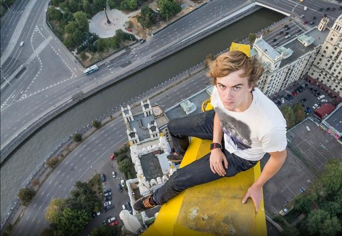 Đứng tim với chùm ảnh chụp từ độ cao 156m của chàng trai người Nga ảnh 13