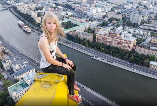 Đứng tim với chùm ảnh chụp từ độ cao 156m của chàng trai người Nga ảnh 14