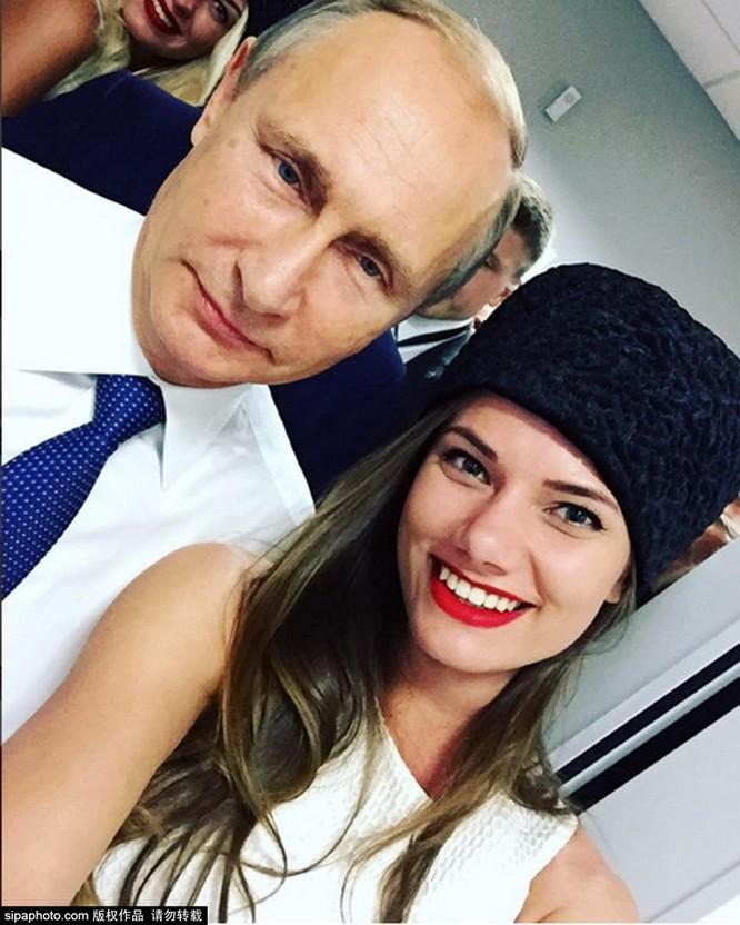 Người mẫu Nga xúc động vì được tổng thống Putin hỏi địa chỉ ảnh 2