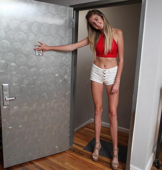 Lại choáng với siêu mẫu vừa phá kỷ lục cặp chân dài nhất nước Mỹ ảnh 4