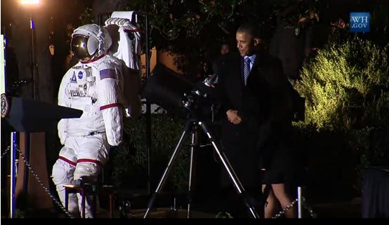 Tổng thống Obama hào hứng ngắm sao cùng Nhà Trắng ảnh 2