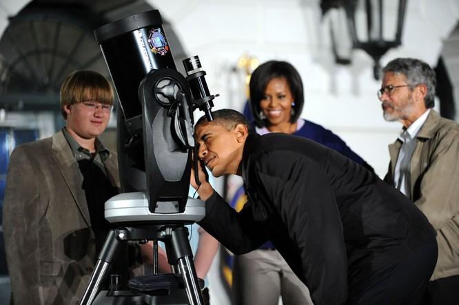 Tổng thống Obama hào hứng ngắm sao cùng Nhà Trắng ảnh 8