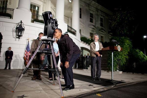 Tổng thống Obama hào hứng ngắm sao cùng Nhà Trắng ảnh 9