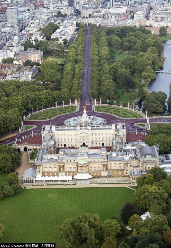 Chiêm ngưỡng cuộc sống xa hoa trong cung điện Buckingham ảnh 5