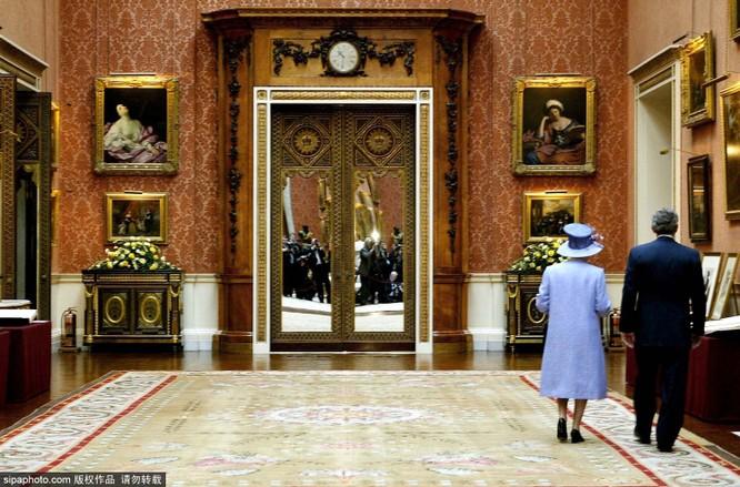 Chiêm ngưỡng cuộc sống xa hoa trong cung điện Buckingham ảnh 6