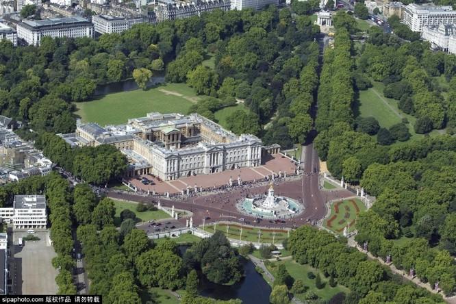 Chiêm ngưỡng cuộc sống xa hoa trong cung điện Buckingham ảnh 9