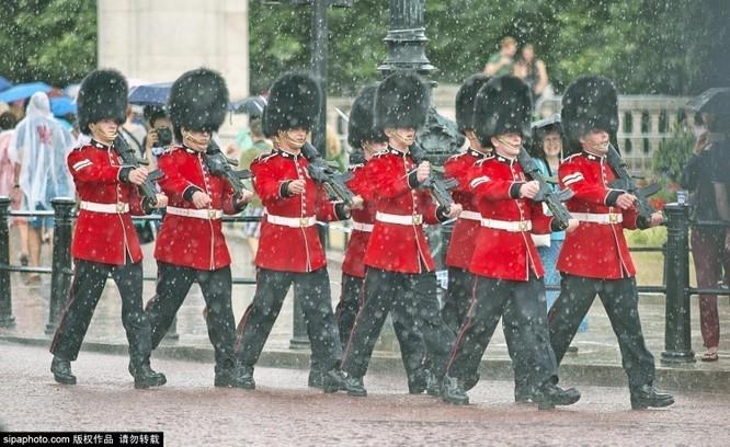 Chiêm ngưỡng cuộc sống xa hoa trong cung điện Buckingham ảnh 15