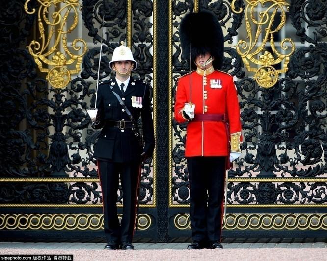 Chiêm ngưỡng cuộc sống xa hoa trong cung điện Buckingham ảnh 16