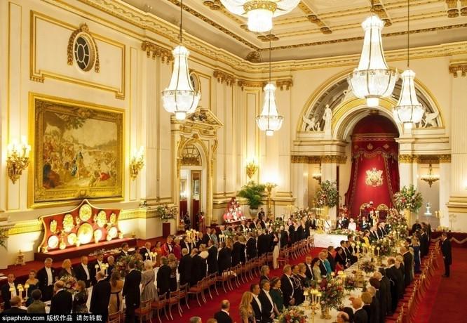 Chiêm ngưỡng cuộc sống xa hoa trong cung điện Buckingham ảnh 17