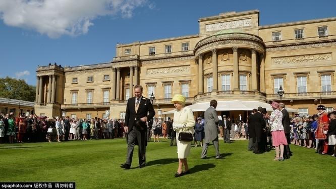 Chiêm ngưỡng cuộc sống xa hoa trong cung điện Buckingham ảnh 20
