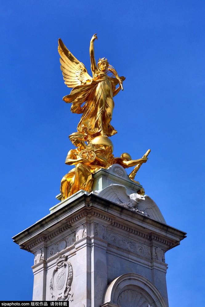 Chiêm ngưỡng cuộc sống xa hoa trong cung điện Buckingham ảnh 21