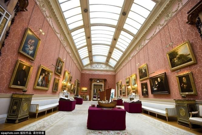 Chiêm ngưỡng cuộc sống xa hoa trong cung điện Buckingham ảnh 23