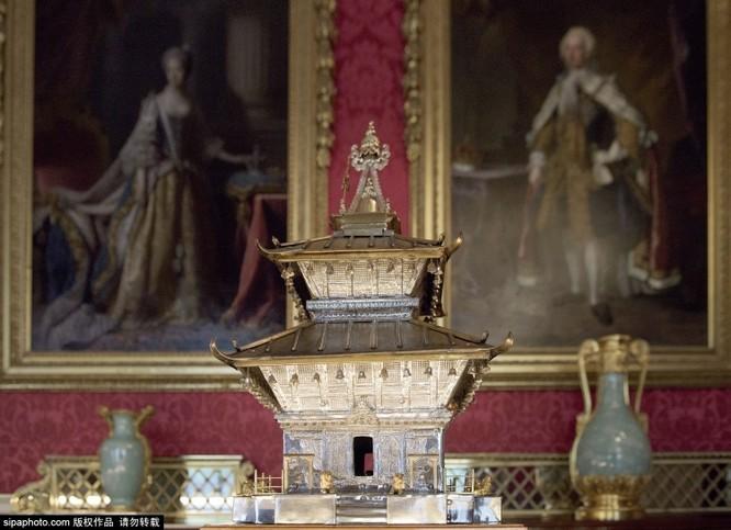 Chiêm ngưỡng cuộc sống xa hoa trong cung điện Buckingham ảnh 25
