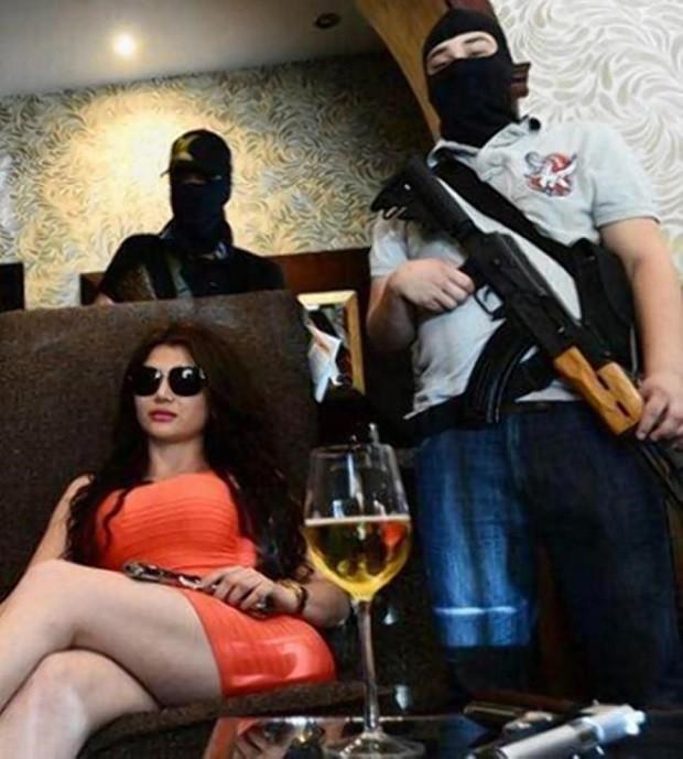 Cuộc sống trác táng của kiều nữ xã hội đen xinh đẹp, khét tiếng ảnh 1