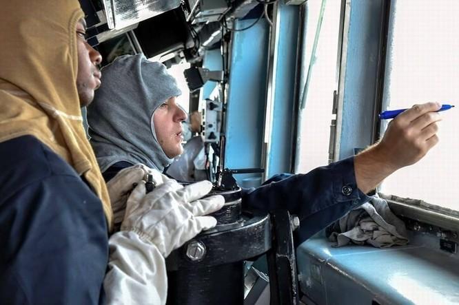 Tàu khu trục USS Lassen Mỹ: Những hình ảnh trực chiến và huấn luyện trên Biển Đông ảnh 7