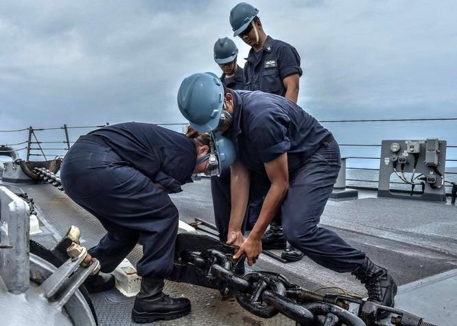 Tàu khu trục USS Lassen Mỹ: Những hình ảnh trực chiến và huấn luyện trên Biển Đông ảnh 5