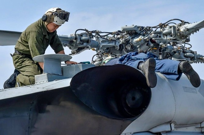Tàu khu trục USS Lassen Mỹ: Những hình ảnh trực chiến và huấn luyện trên Biển Đông ảnh 1