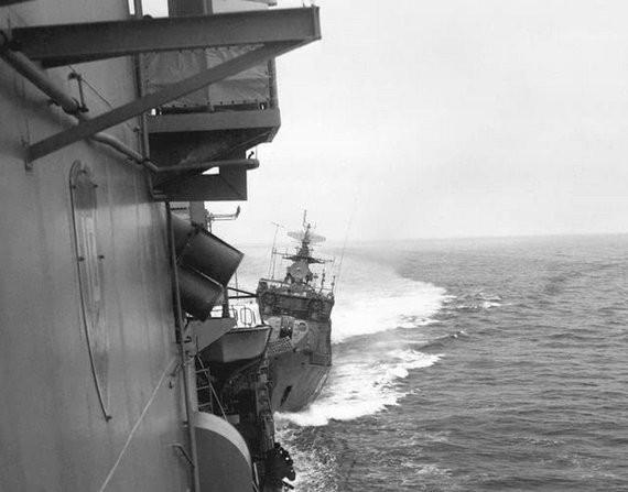Báo Trung Quốc hô hoán: Đi kèm USS Lassen là siêu tàu sân bay Mỹ ảnh 1