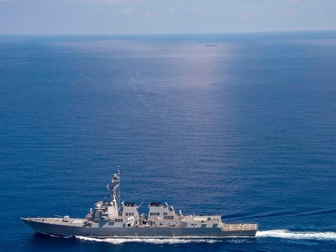 Tàu chiến Mỹ áp sát đảo, Ngoại trưởng TQ tuyên bố: Đừng manh động, gây chuyện thị phi! ảnh 1