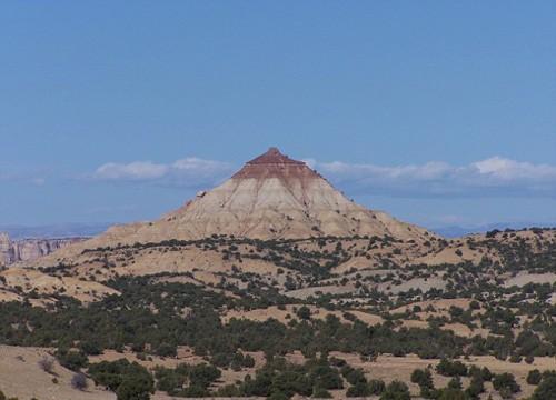 """Núi """"bầu ngực"""", mũi đất hình """"của quý"""" thành điểm du lịch hút khách ảnh 1"""