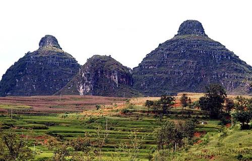 """Núi """"bầu ngực"""", mũi đất hình """"của quý"""" thành điểm du lịch hút khách ảnh 2"""
