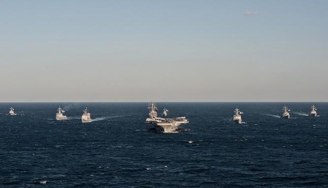 Siêu tàu sân bay Mỹ khoe sức mạnh trong cuộc đối đầu Mỹ - Trung ảnh 1