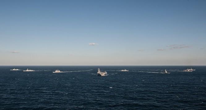 Siêu tàu sân bay Mỹ khoe sức mạnh trong cuộc đối đầu Mỹ - Trung ảnh 2