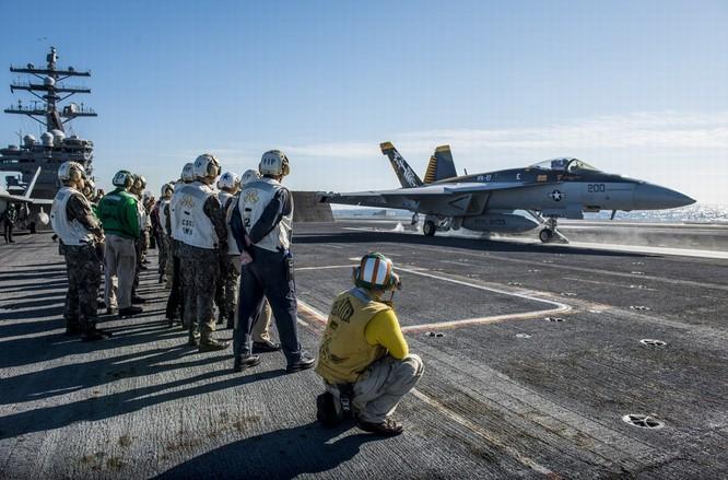 Siêu tàu sân bay Mỹ khoe sức mạnh trong cuộc đối đầu Mỹ - Trung ảnh 6