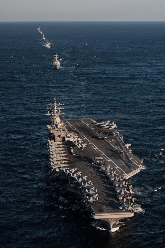 Siêu tàu sân bay Mỹ khoe sức mạnh trong cuộc đối đầu Mỹ - Trung ảnh 5