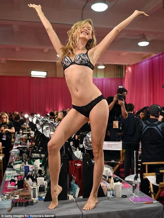Hậu trường nóng bỏng ở Victoria's Secret Show 2015