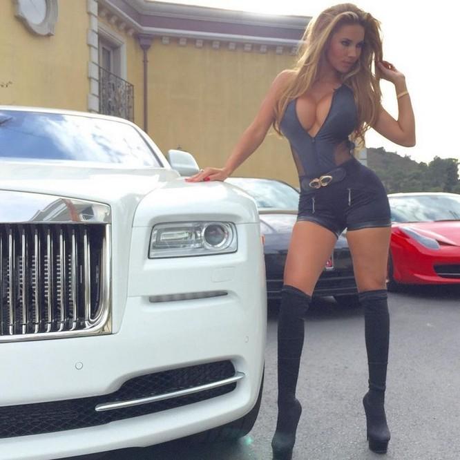 Cuộc sống trác táng của vợ chồng tỉ phú Mỹ với 10 hotgirl nóng bỏng ảnh 4